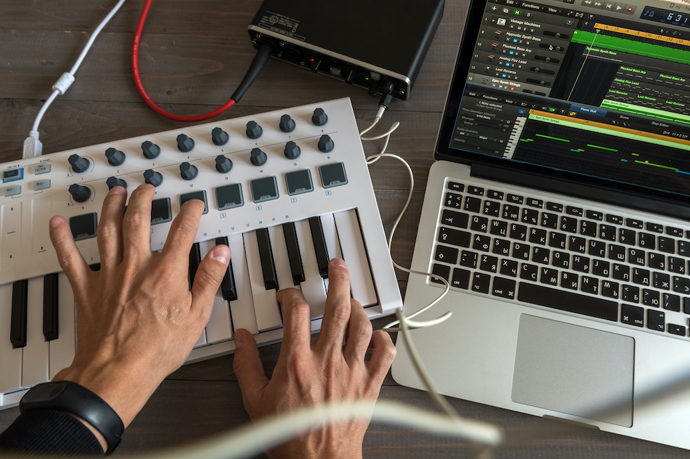 how to connect midi keyboard to mac
