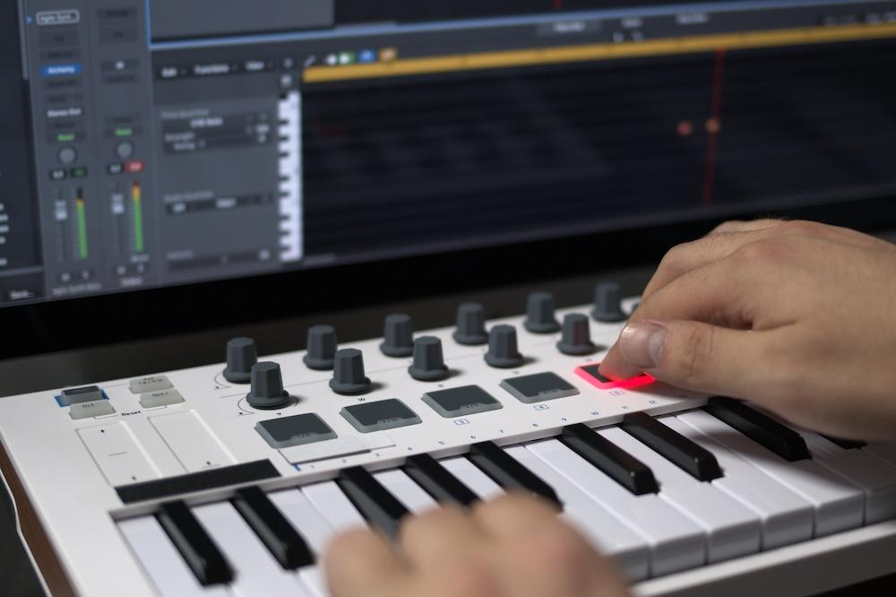 best midi keyboard for garage band