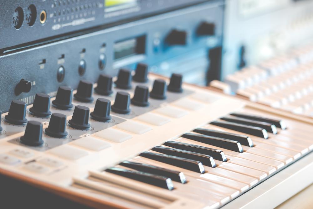 what is midi keyboard
