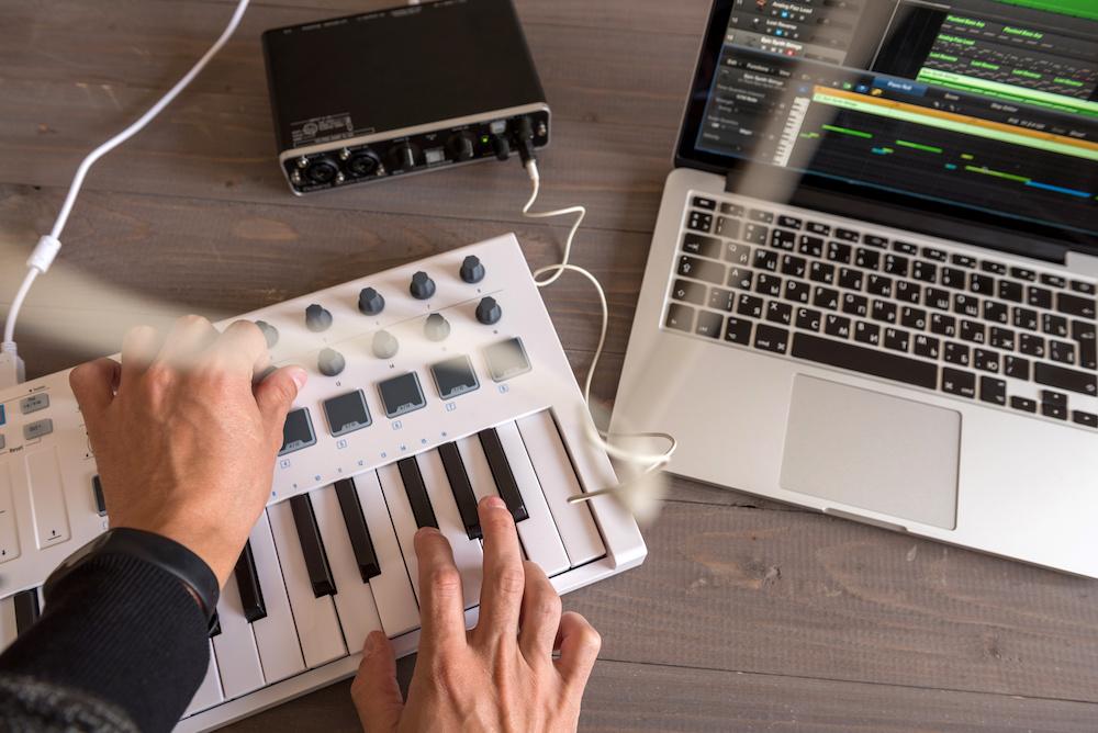 how to use midi keyboard with garageband